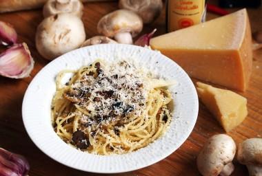 Spaghetti al tartufo (špagety s lanýžem a žampiony)