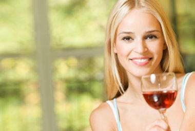 Víno pijeme častěji a více za něj utrácíme!