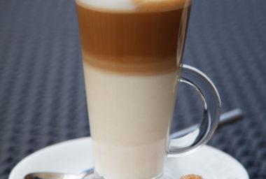 Akademie kávy díl 7: Caffe latte není cappuccino ve skle!