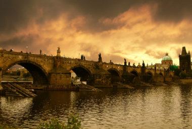 Velikonoční trendy:  Kam se chtějí Češi podívat a kdo se chystá k nám?