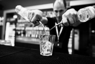 Uplynulo 90 let od 1. soutěže  československých barmanů