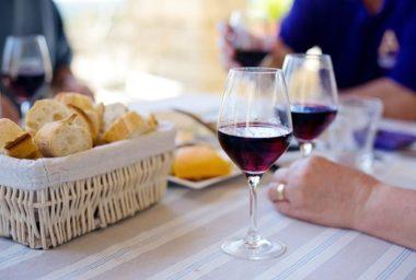 Víte, při jaké teplotě servírovat jednotlivé druhy vín?