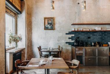 Nová restaurace Bockem na Smíchově k oblíbeným snídaním přidává degustační večeře