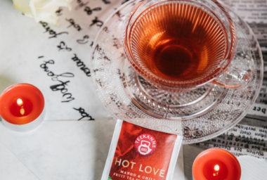 Žhavá něha v čaji TEEKANNE  Hot Love Mango & Chili