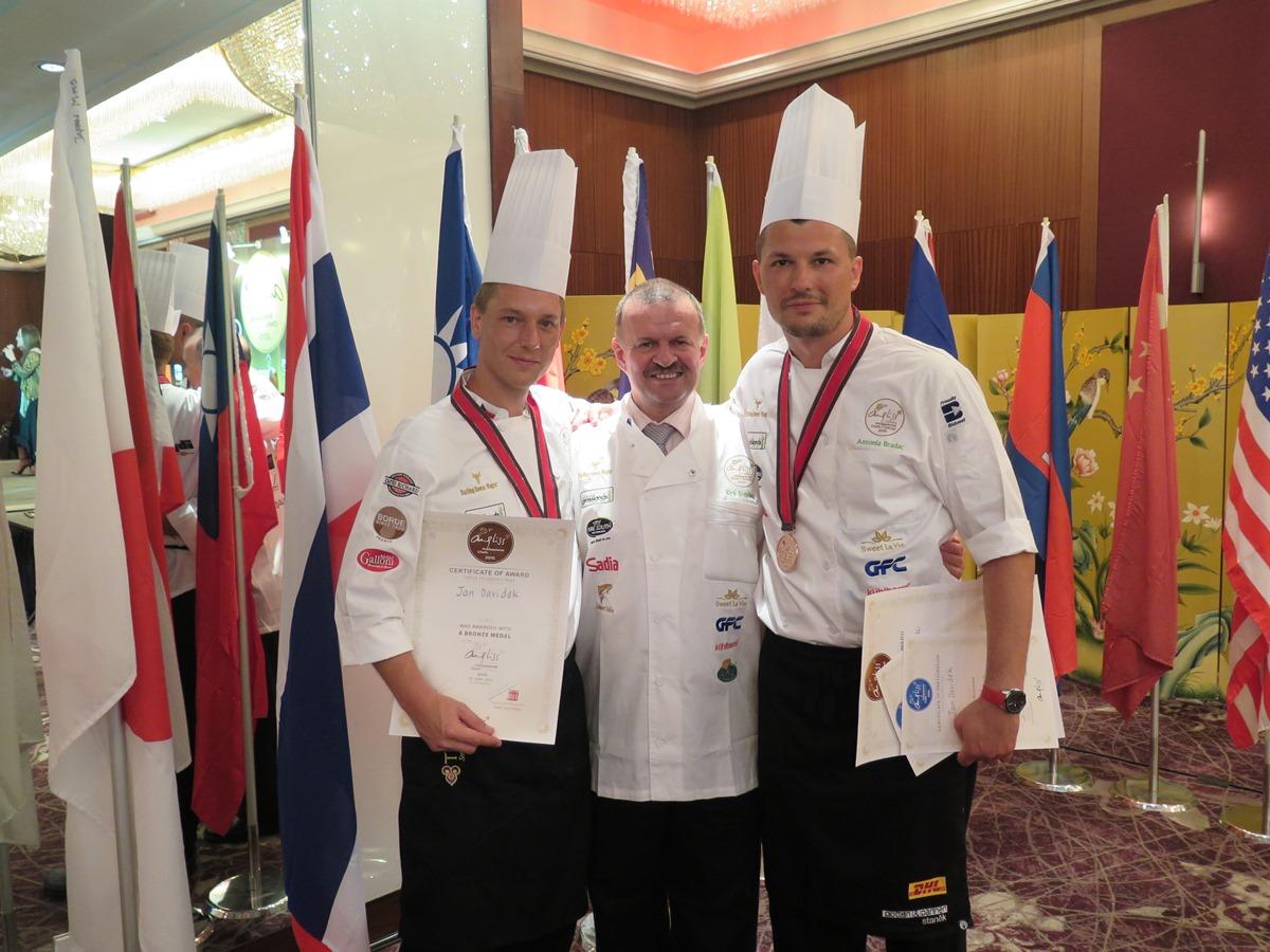 Skvělý úspěch českých kuchařů Czech Chefs na mezinárodní soutěži v Singaporu