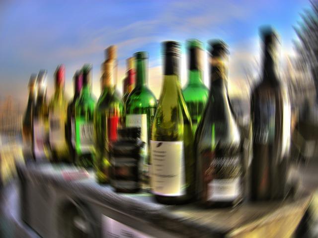 2 063 českých barů a restaurací nenalévá nezletilým alkohol