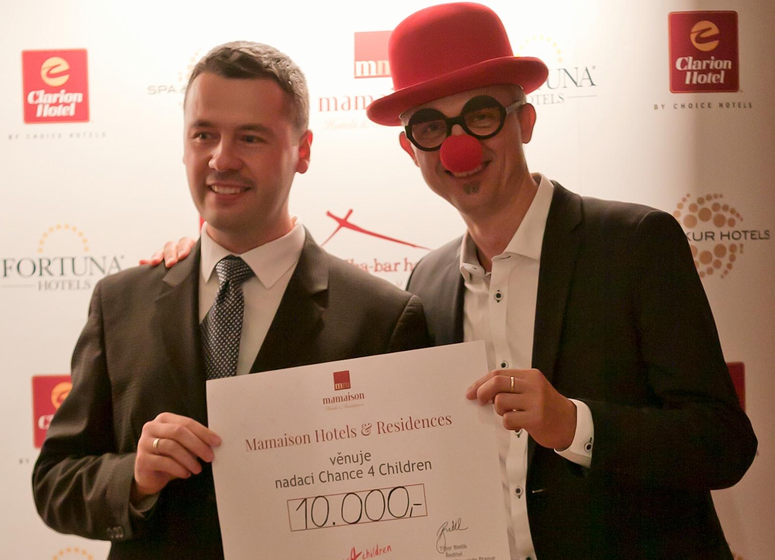 Dobročinný bazar v Mamaison Hotelu Riverside přispěl 10 tisíc korun nadaci Chance 4 Children