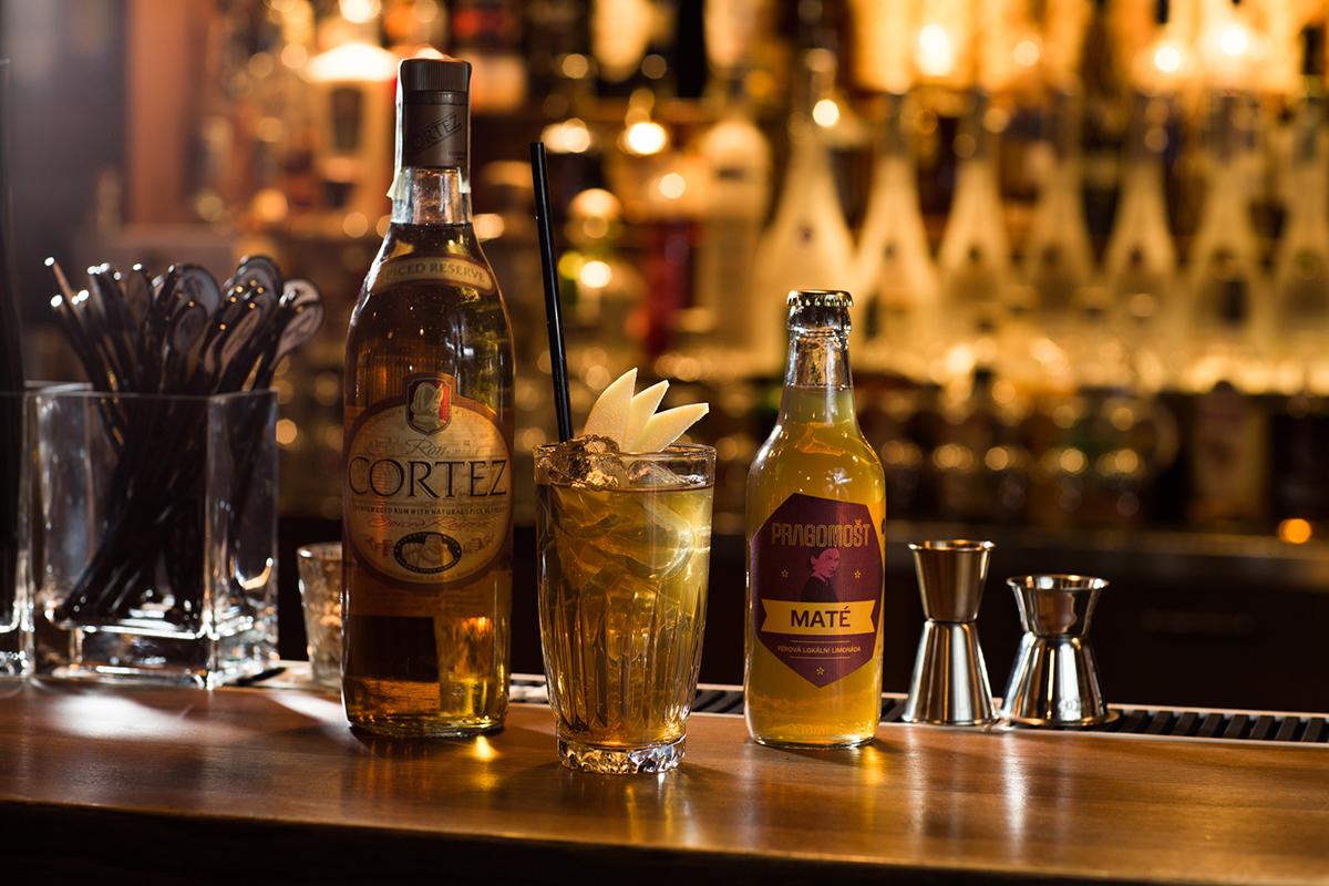Hitem svátečních nápojů je letos horký cider na mnoho způsobů