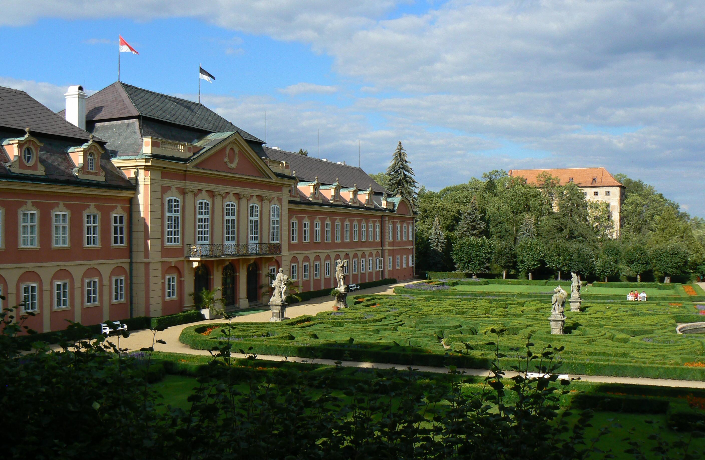 Koncerty na zámku Dobříš odstartují v březnu. Poprvé zde vystoupí kapela Nezmaři