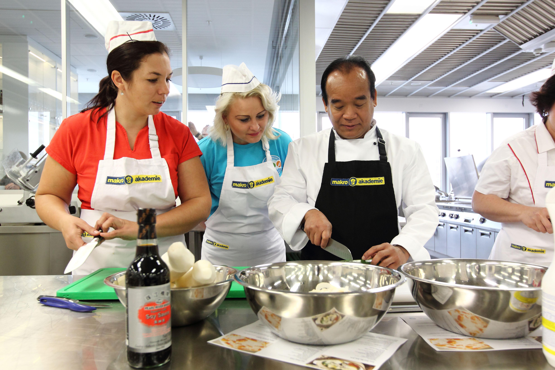 Školní jídelny pronikají do tajů thajské kuchyně
