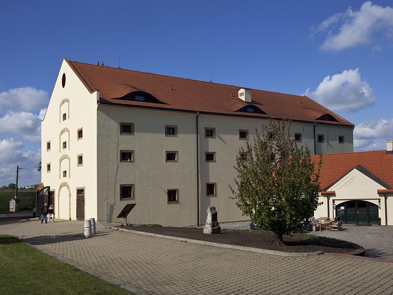 Výběrové řízení na pronájem hotelu, restaurace a kavárny v zámeckém areálu Ctěnice