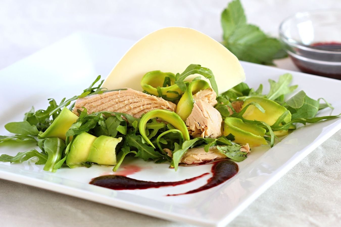 Načerpejte v létě energii z lehkých salátů s tuňákem Calvo