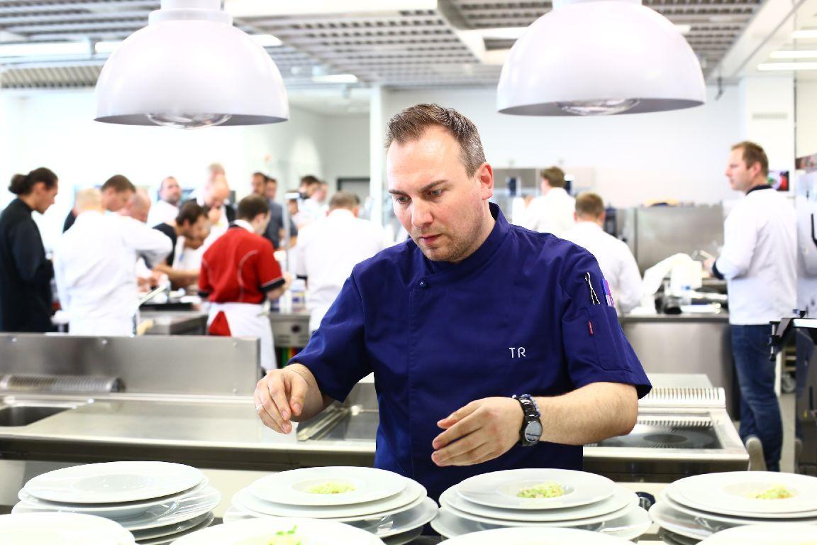 Držitel dvou michelinských hvězd Tim Raue představil v Praze svůj přístup ke gastronomii