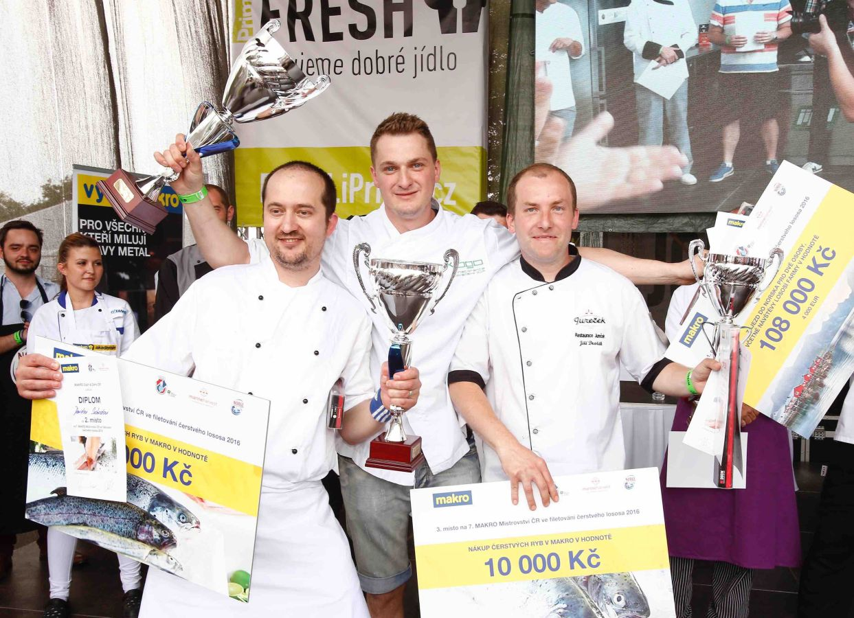 Šampionem ve filetování čerstvého lososa se stal již počtvrté Martin Kempf