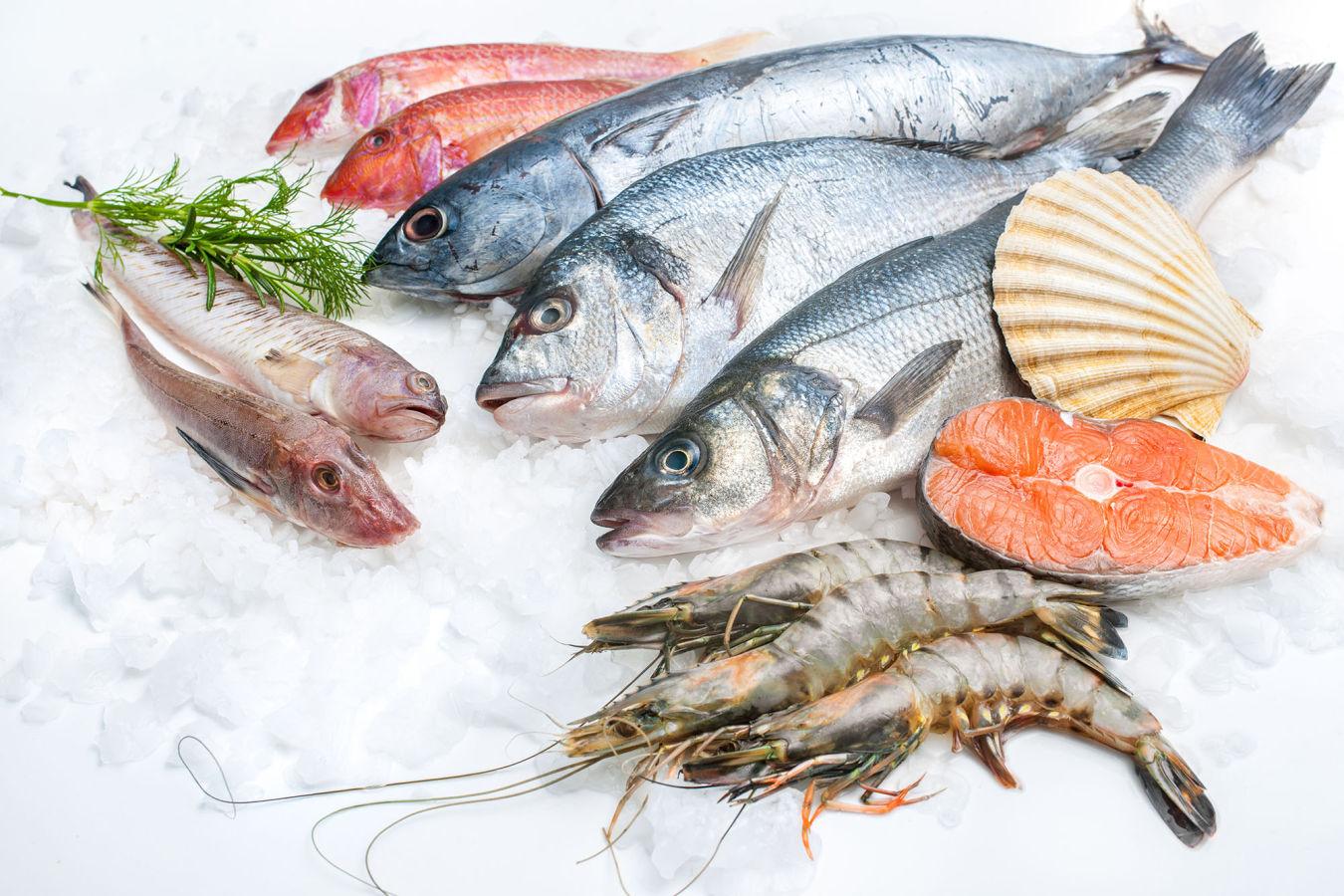 Čerstvé ryby k létu patří. Při jejich nákupu ale můžete naletět