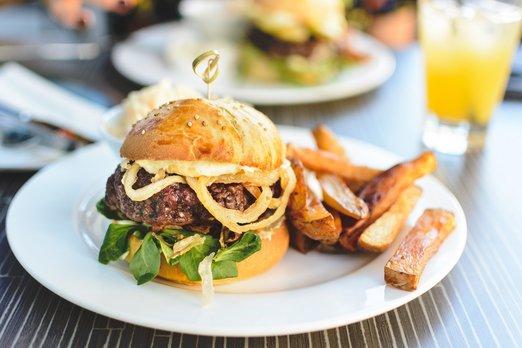 Kde si objednat nejlepší burger?