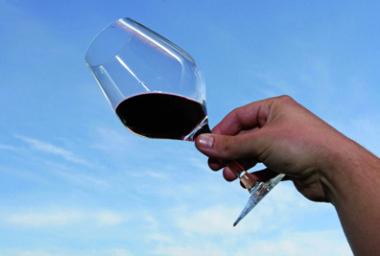 Černé víno válcuje naivní růžový svět