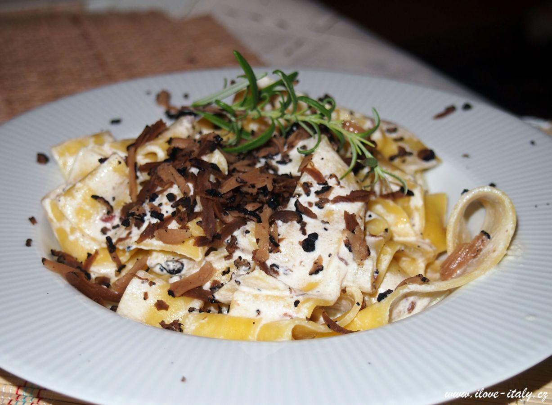 Pappardelle con tartufo – Těstoviny pappardelle s černým lanýžem