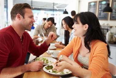 Za oběd platíme o 13 Kč více než před dvěma lety