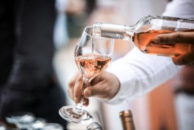 Moravští vinaři vyrobili historicky nejvíce růžového vína!