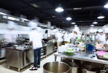 Trendem v profesionální kuchyni jsou multifunkčních zařízení
