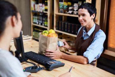 Malé prodejny mají nižší fluktuaci zaměstnanců než velké řetězce,
