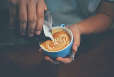 Když se káva snoubí smlékem…