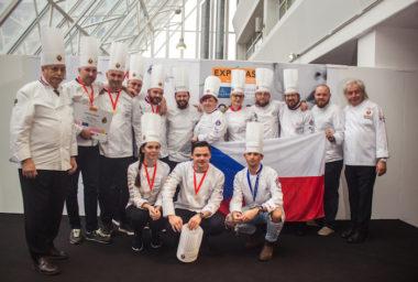 Národní tým kuchařů a cukrářů AKC ČR přivezl ze Světového poháru zlatou a stříbrnou medaili