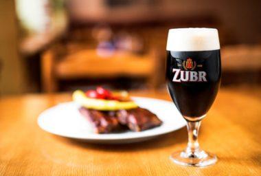 První letošní speciál pivovaru Zubr je černá třináctka