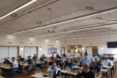 Členové unie enologů hodnotili vína do soutěže Suchá vína online