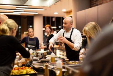 Školou vaření v Bistrotéce už prošlo 300 lidí, chystají se nové termíny i zajímavá témata