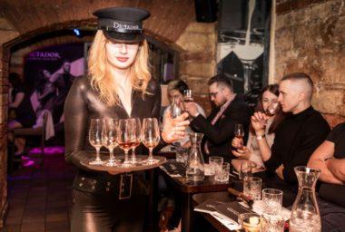 Prahu navštívil evropský ambasador rumů Dictador se svojí Experience On Tour