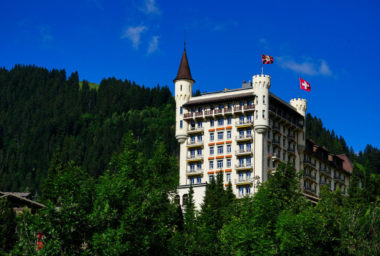 Švýcarsko: Noblesní hotel je jako skála v moři