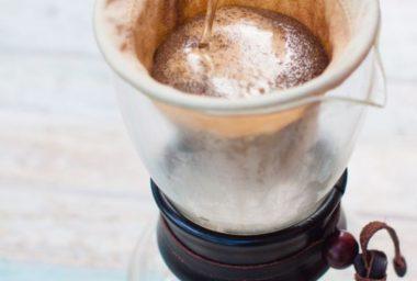 Nenechávejte kávu dlouho stát a další servírovací rady od baristky doubleshotu