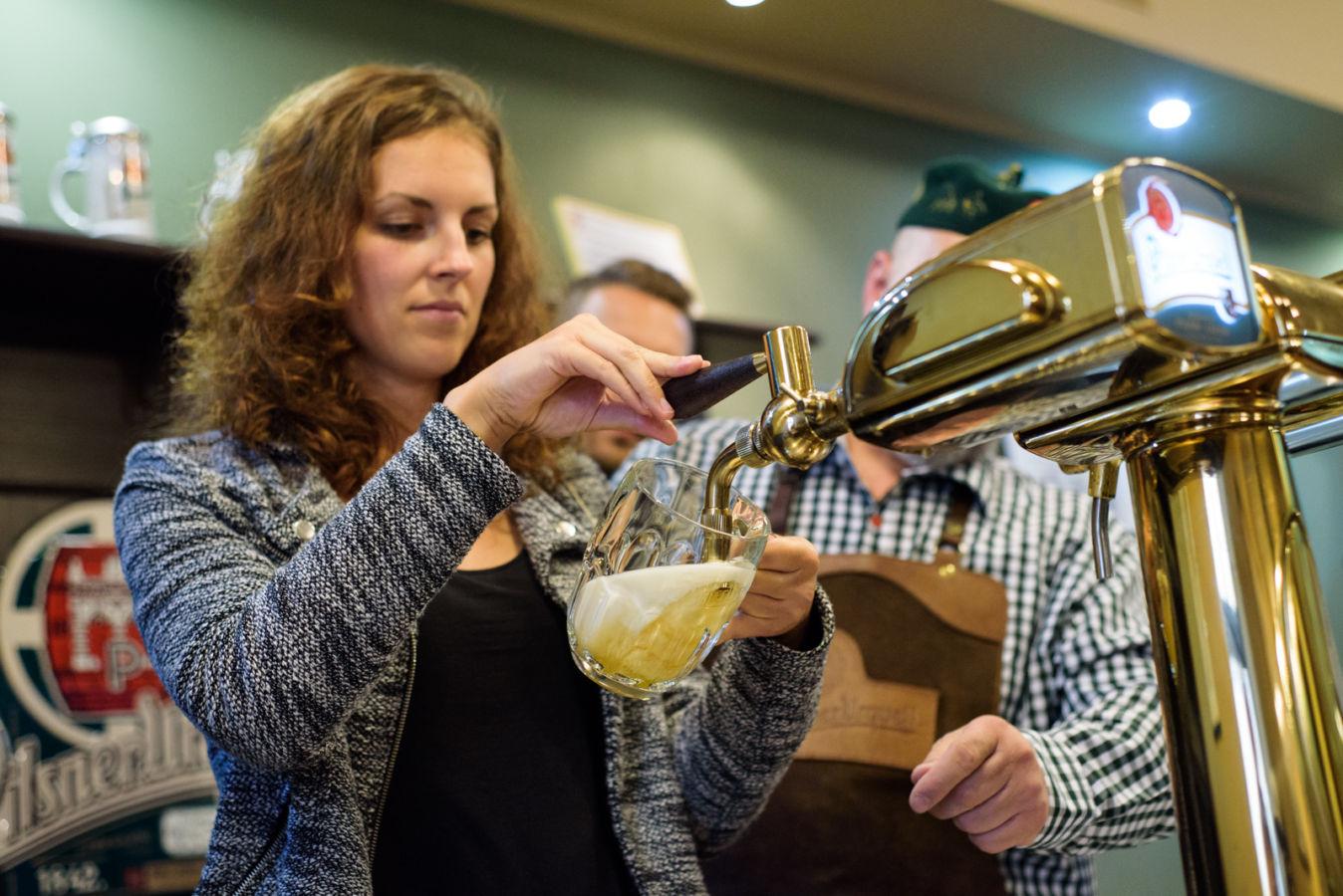Tip pro zvídavé dospěláky: Škola čepování piva Pilsner Urquell má otevřeno i o prázdninách!