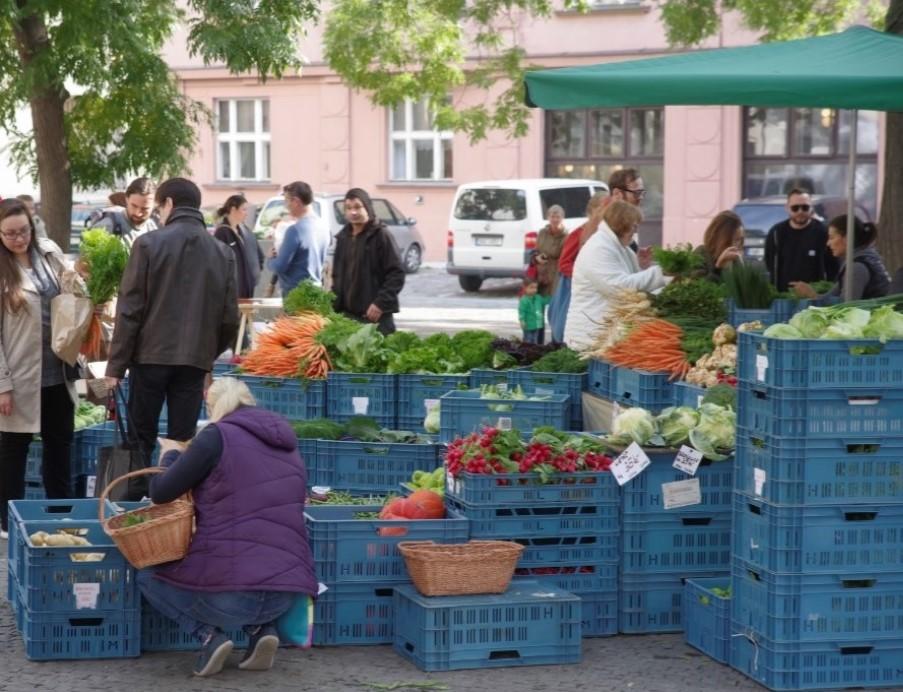 První částečně bezobalový farmářský trh v Česku slaví dva roky