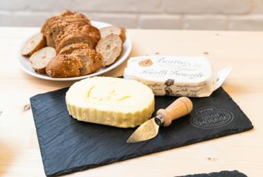Dvoučokoládový cheesecake a další recepty z másla