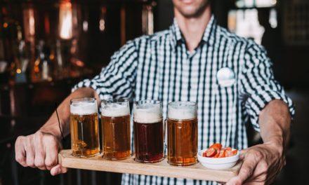 Největší pivní zahrada v Praze na Národní třídě načepuje každé 4. pivo zdarma Už od 11. května