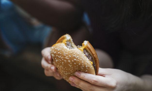 Tržby McDonald's se vrátily ihned po znovuotevření do normálu. U zákazníků vzrostl zájem o McDrive
