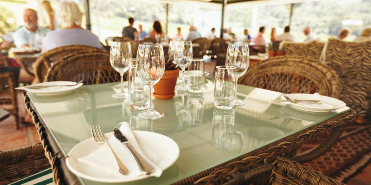 Útraty za obědy prudce rostou, v restauracích ale jíme méně často. Ztráty pohostinství kvůli koronaviru dosahují 25 miliard korun
