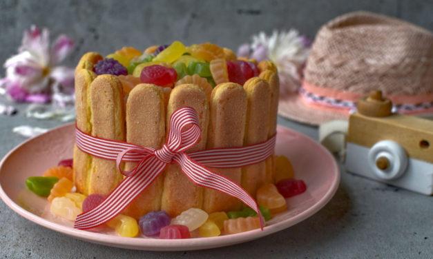 Tipy na léto: vyzkoušejte osvěžující ovocné drinky i lehký nepečený dort