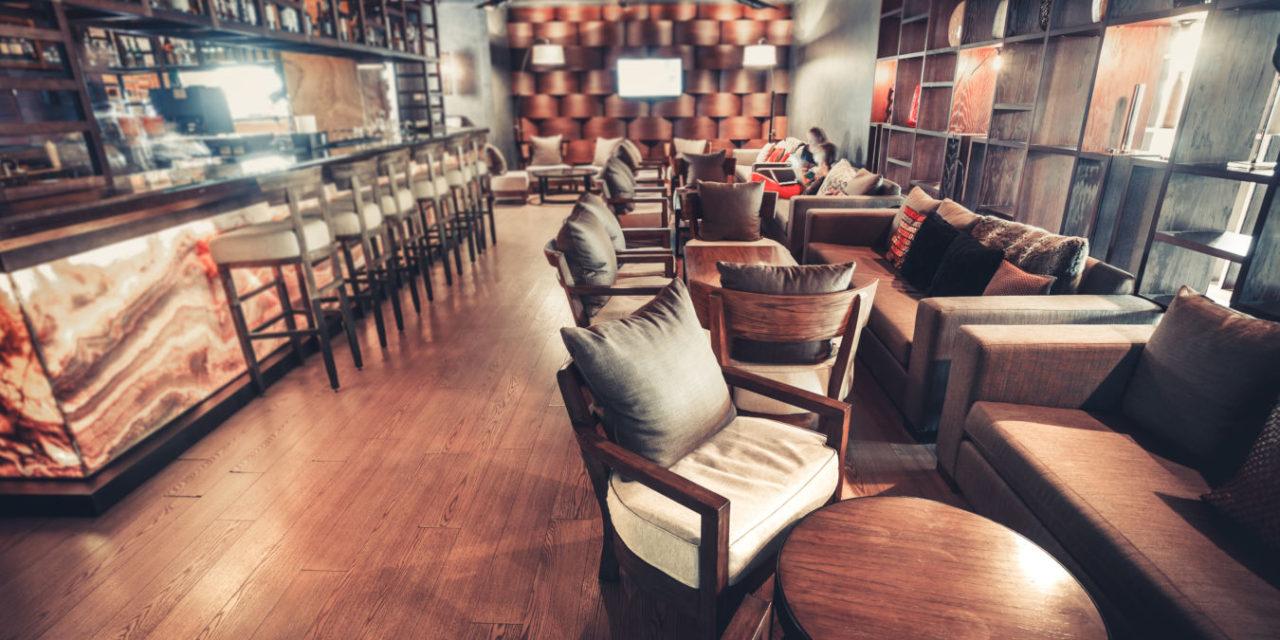 Nouzová opatření uzavřela restaurace i penziony. Podnikatelům i domácnostem vzniká prostor pro modernizaci a úspory
