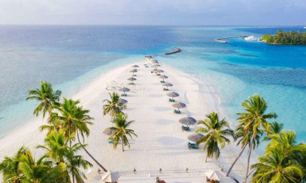Nejlepší pláž na světě Veligandu na Maledivách se stala vítězem soutěže cestovatelů Kiwi.com World Championship of Beaches