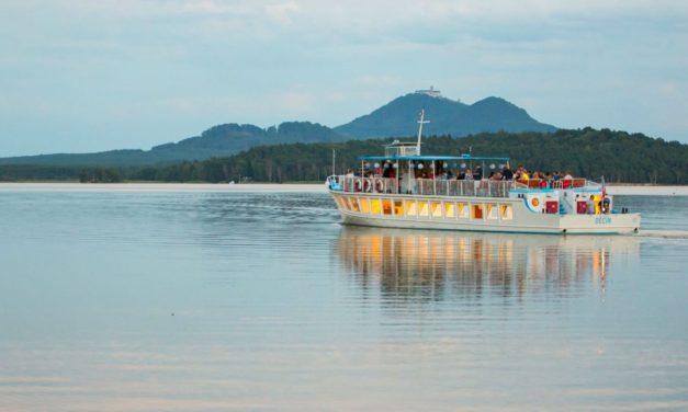 Nenechte si ujít letní radovánky u Máchova jezera:  Lodní doprava, rybolov a čistá voda