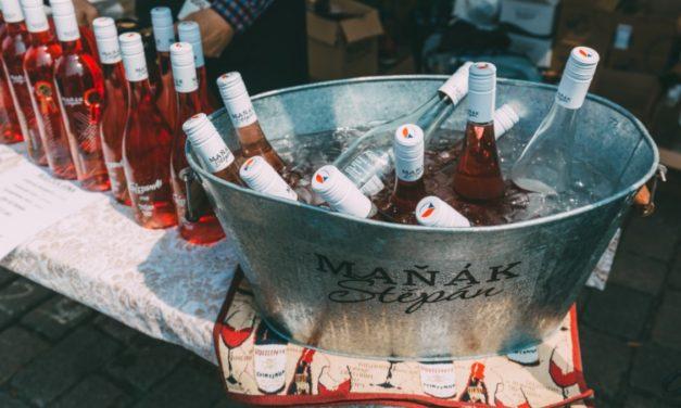 UŽ TENTO TÝDEN! Jubilejní ročník festivalu růžových vín: 20 vinařů přiveze do Prahy 2,5 tisíce lahví oblíbeného rosé