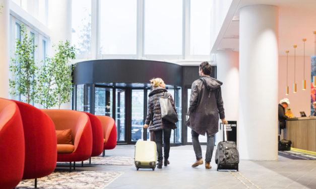 Hotelnictví se zotavuje po lockdownu, počet ubytovaných však nedosahuje ani jedné třetiny roku 2019. Navíc chybí personál